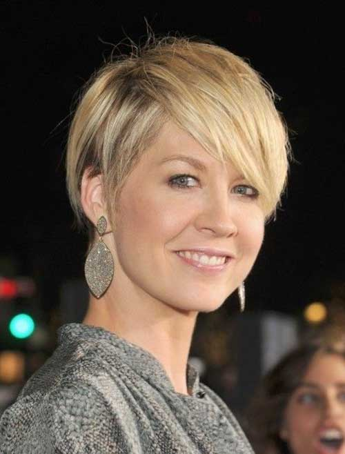 short hair styles women over 40 30 best haircuts for 40 3335 | 20.Short Haircut for Women Over 40