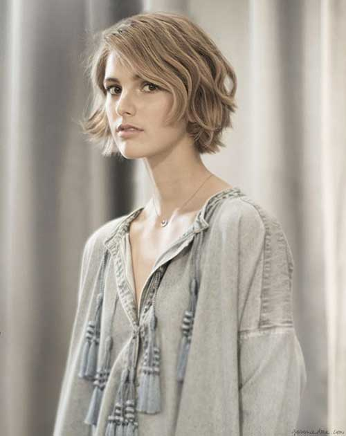 Layered Short Bob for Wavy Hairdo