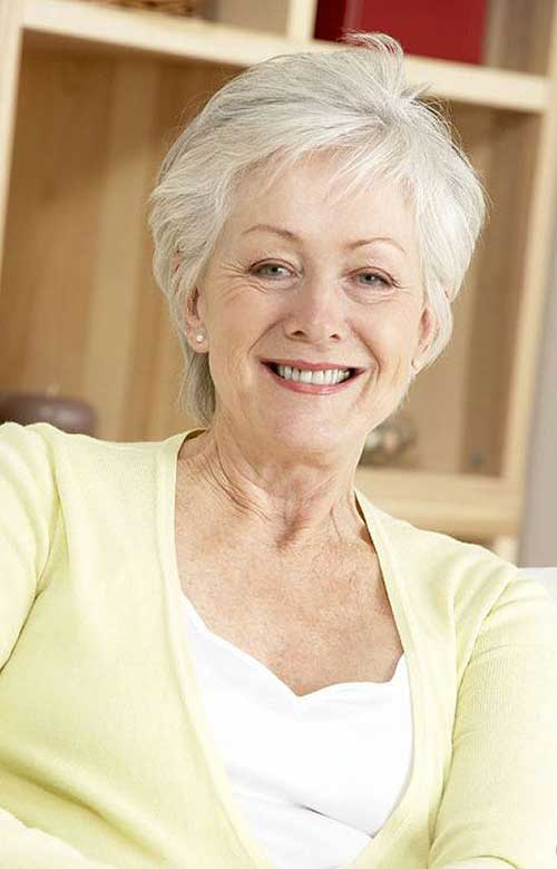 Short Haircuts for Women Over 50-15