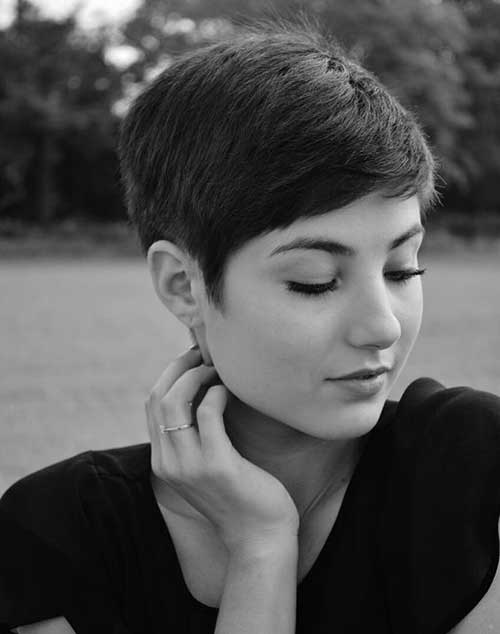 Short Haircut for Round Face