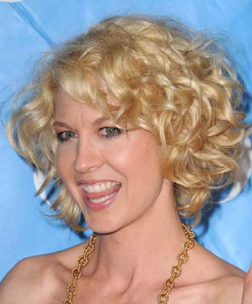Short Bob Haircuts for Frizzy Blonde Curly Hair