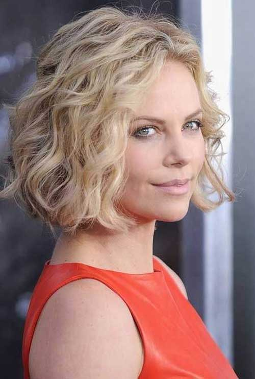 Short Wavy Curly Haircuts Ideas for Round Faces