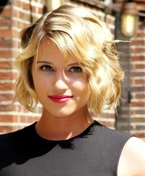 Short Wavy Blonde Hairstyles for Round Faces