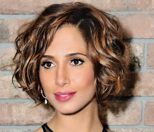 15 Short Haircuts For Thick Wavy Hair