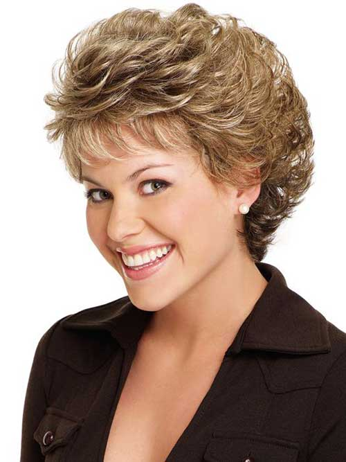 Chic Short Haircuts for Women Over 40