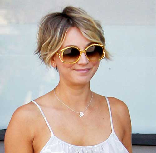 Kaley Cuoco Wavy Curly Short Haircuts