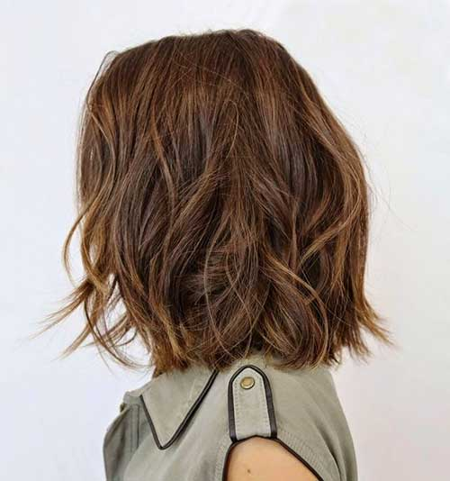 Medium Short Wavy Haircut