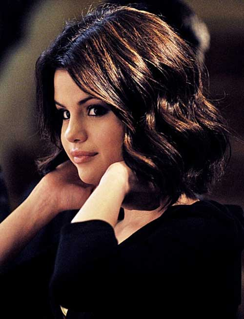 Selena Gomez Short Wavy Curly Haircuts