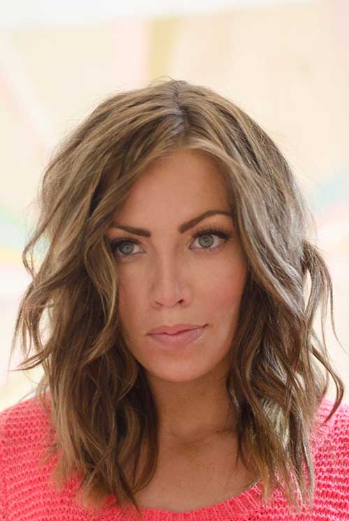 short to medium hairstyles for wavy hair short