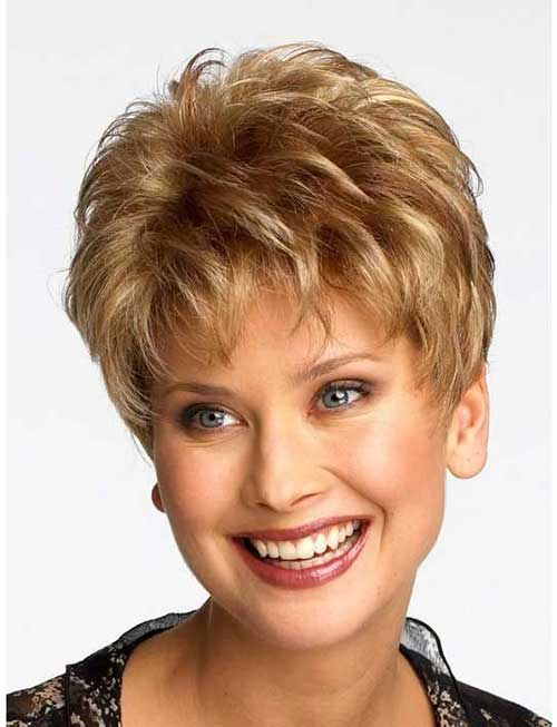 Layered Style Short Hair Cuts for Women Over 40