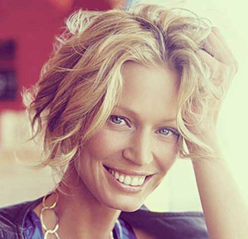 Best Short Haircuts for Curly Wavy Blonde Hair