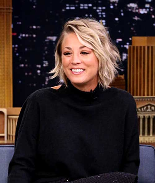 Kaley Cuoco Wavy Short Hairstyles