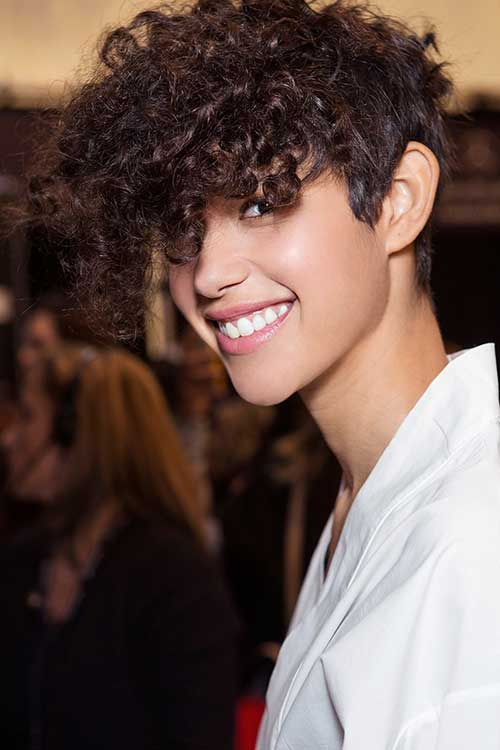 20 Curly Short Hairstyles for Pretty Ladies - crazyforus