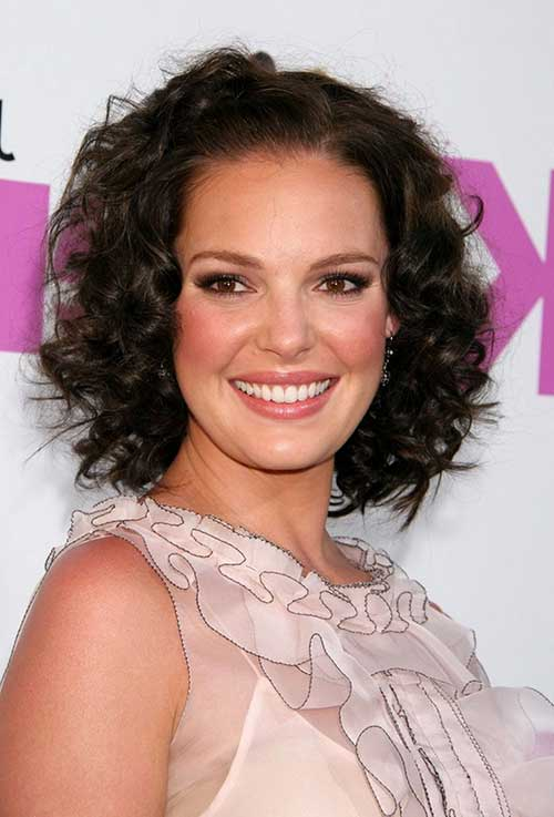 Short Curly Hair for Round Faces-10