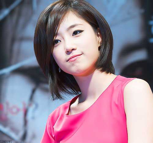 Short Haircuts for Asian Women-14