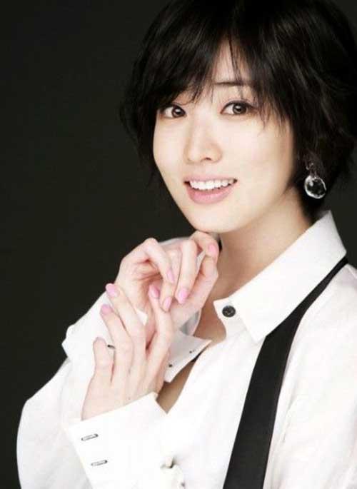 Short Haircuts for Asian Women-15