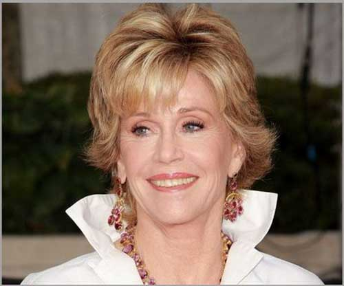 Short Haircuts for Women Over 50-18