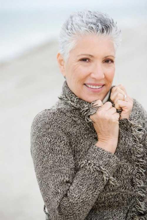 Short Hair Cuts for Older Women-27