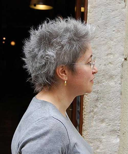 Short Haircuts for Women Over 50-6