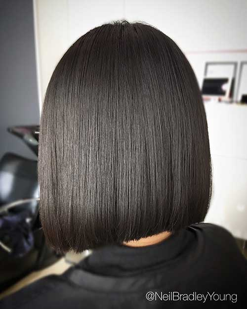 Appealing Short Straight Hairstyle Pics
