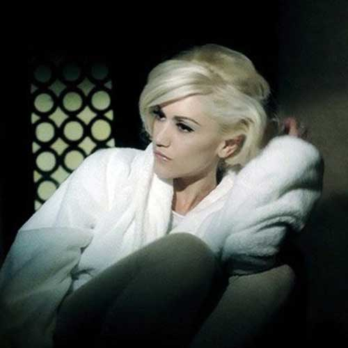 Celebrities With Short Blonde Hair-15