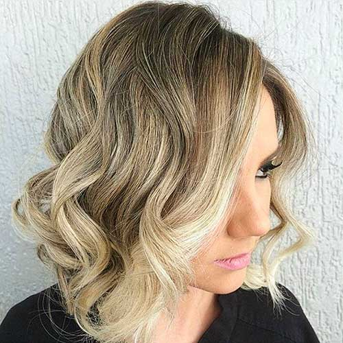 Short Curly Hairstyle for Women - 22
