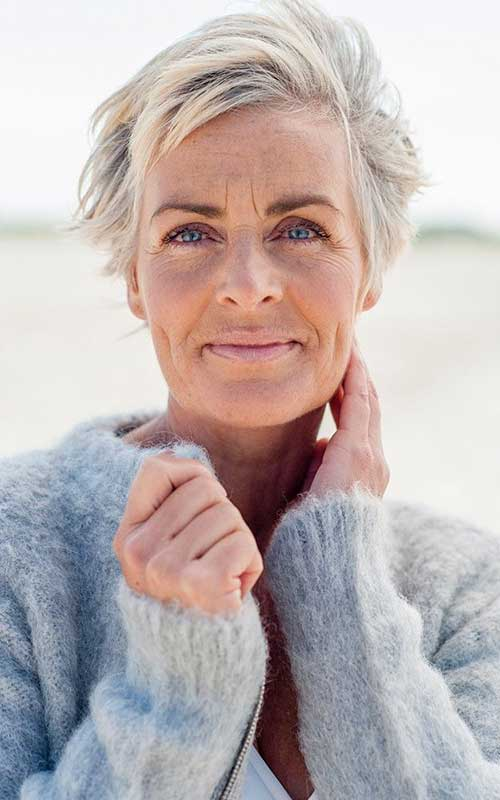 Short Hair For Women Over 50-11
