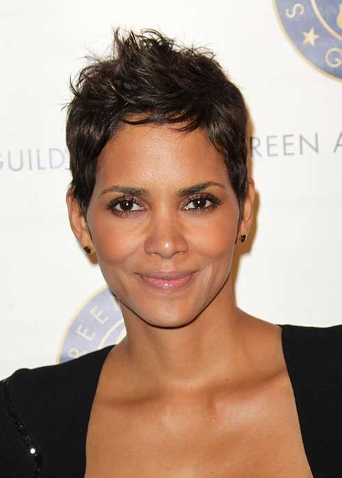 Halle Berry Pixie Cuts-13
