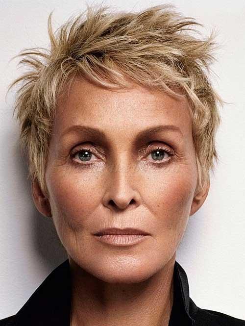 Short Hair Styles for Women Over 60-8