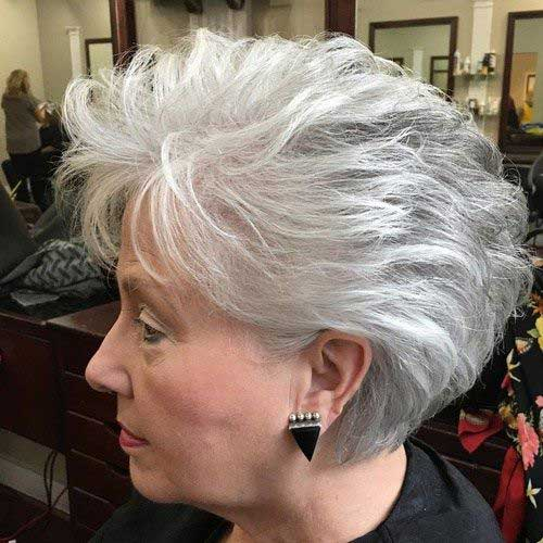 Short Haircuts for Older Women-7
