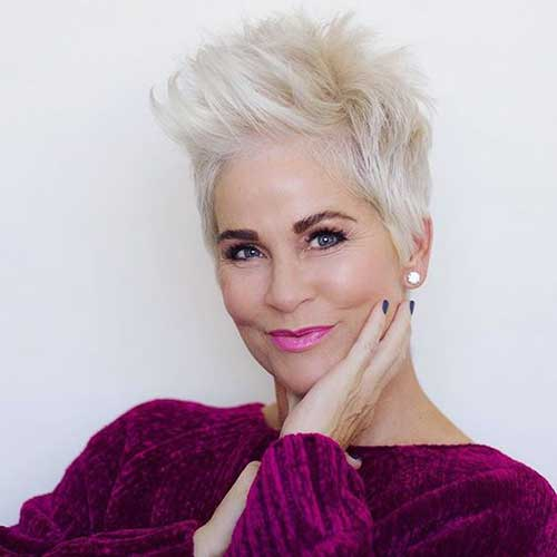 Short Hairstyles for Older Women-9