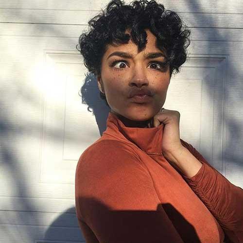 Kurze Frisuren für Schwarze Frauen-7