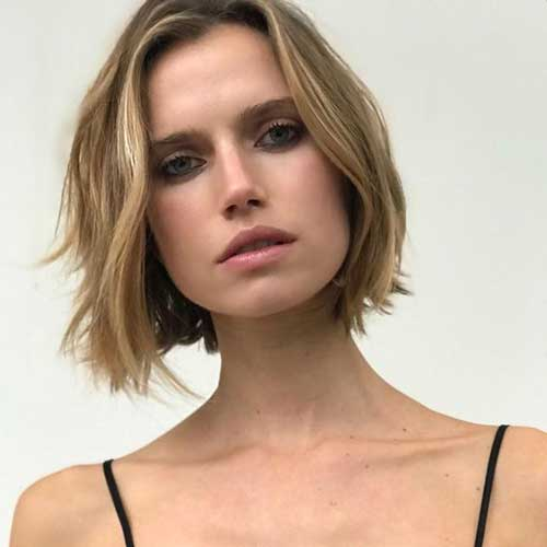 Blunt Short Haircuts for Round Faces