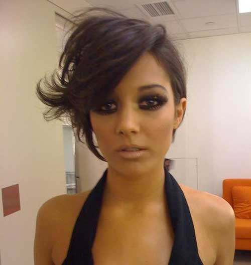 Funky Short Haircuts for Round Faces