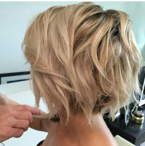 Short Wavy Haircuts for Round Faces