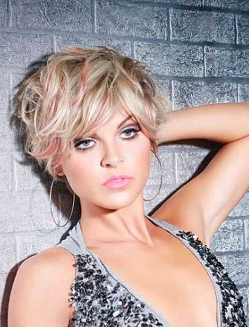 Wavy Short Haircuts for Round Faces