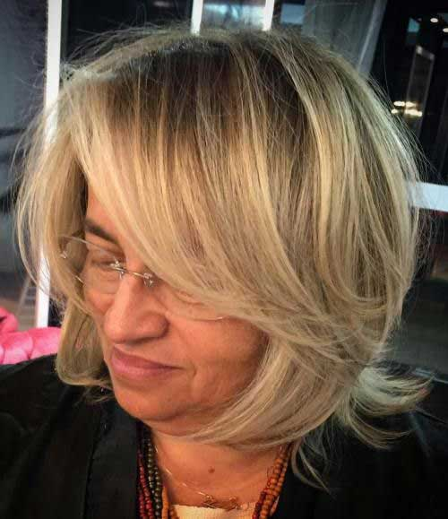 Short Haircuts for Women Over 50-9
