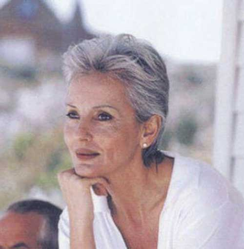 Short Haircuts for Older Women-22
