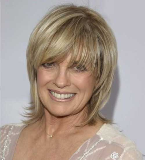 Short Haircuts for Older Women-23