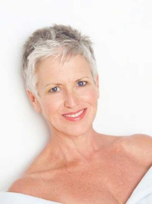 Short Haircuts for Older Women-31
