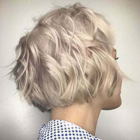 Wavy Layered Bob Blonde