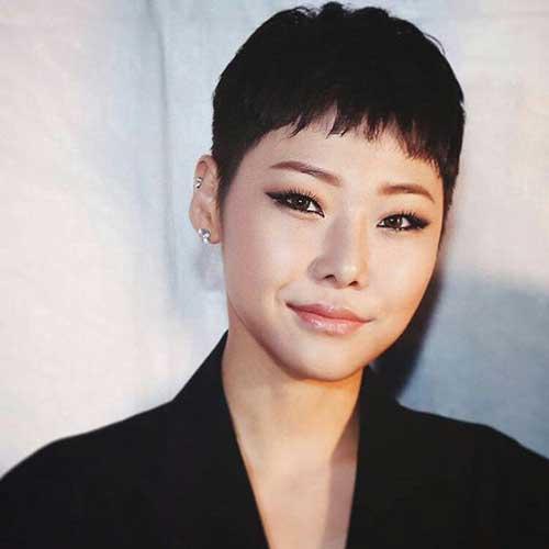 Asiatisches Mädchen-Elf 2018
