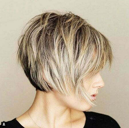 2-Short-Layered-Haircuts-2018-235