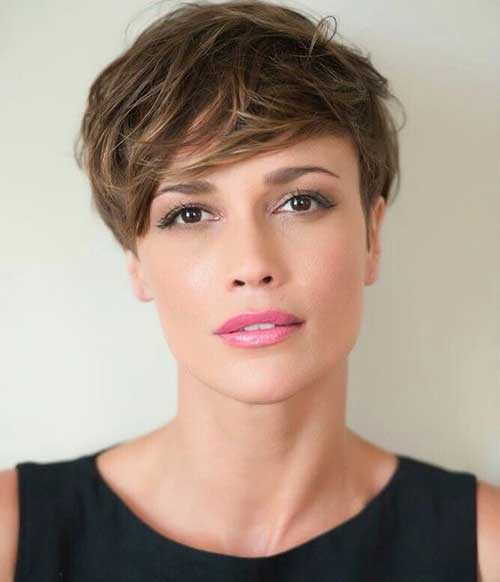Layered Short Haircuts for Round Faces-14