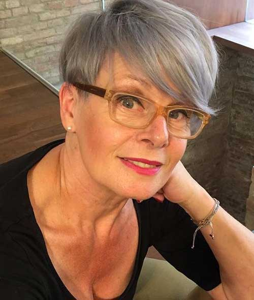Pixie Haircuts Older Women-11