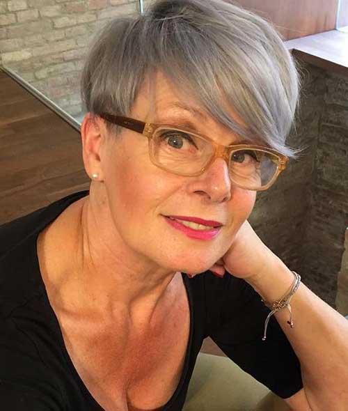 Pixie Haircuts Older Women-11