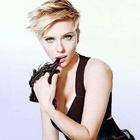 Scarlett Johansson Hair Styles