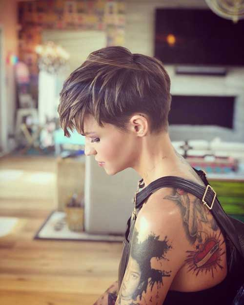 Kurze Haarschnitte für Frauen-24 &quot;title =&quot; 24. Kurze Haarschnitte &quot;/&gt;</a></p><h2>25. Silber schulterlanges Haar</h2><p> <a href=