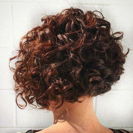 Lockiges Mahagoni-Haar