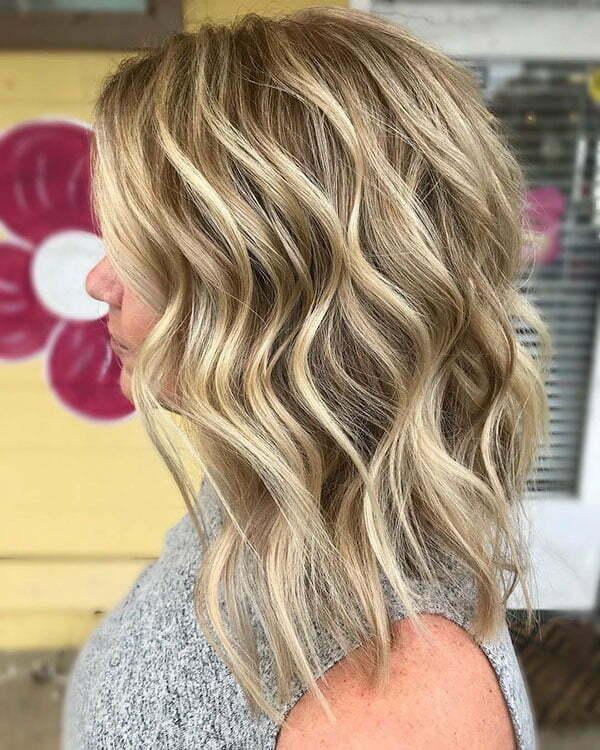 Short Wavy Hair Blonde Highlights